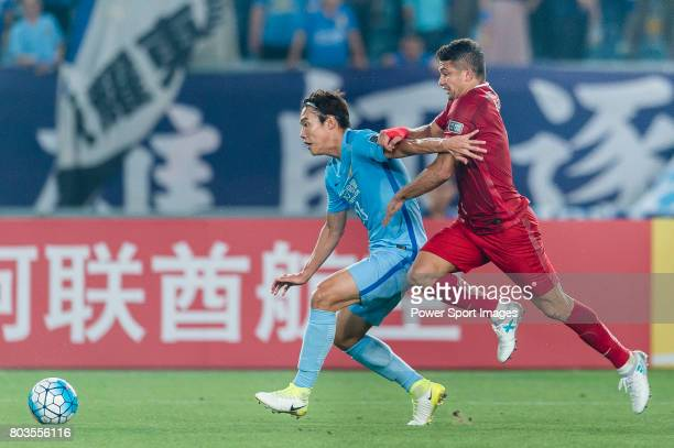 Shanghai FC Forward Elkeson De Oliveira Cardoso fights for the ball with Jiangsu FC Defender Hong Jeongho during the AFC Champions League 2017 Round...