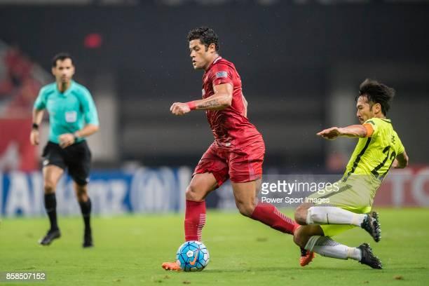 Shanghai FC Forward Givanildo Vieira De Sousa fights for the ball with Urawa Reds Midfielder Abe Yuki during the AFC Champions League 2017 SemiFinals...
