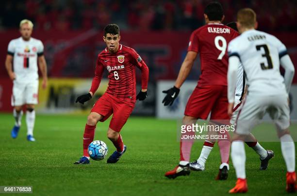 Shanghai SIPG' Brazilian midfielder Oscar controls the ball during the AFC Asian Champions League group football match between China's Shanghai SIPG...