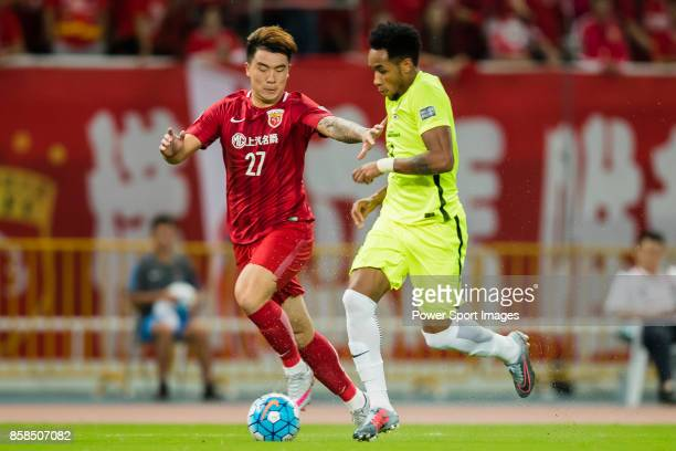 Shanghai SIPG FC defender Shi Ke fights for the ball with Shanghai SIPG FC forward Oscar Emboaba Junior during the AFC Champions League 2017...