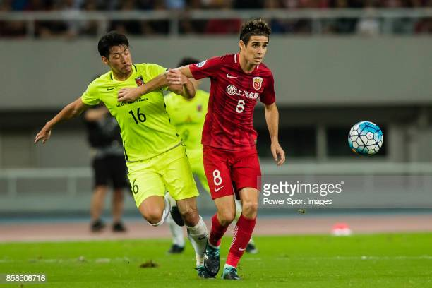 Shanghai SIPG FC forward Oscar Emboaba Junior fights for the ball with Urawa Red Diamonds midfielder Aoki Takuya during the AFC Champions League 2017...