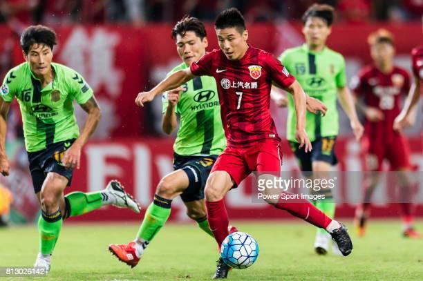 Shanghai SIPG FC forward Wu Lei fights for the ball with Jeonbuk Hyundai Motors FC defender Kim Hyungil during the AFC Champions League 2016 Quarter...