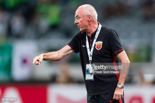 Shanghai SIPG FC head coach Sven Goran Eriksson reacts during the AFC Champions League 2016 Quarter Final 1st leg between Shanghai SIPG FC vs Jeonbuk...