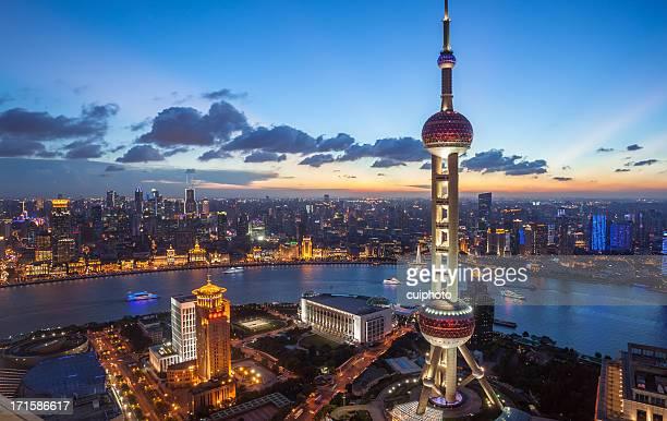 上海の街並みの夕暮れ
