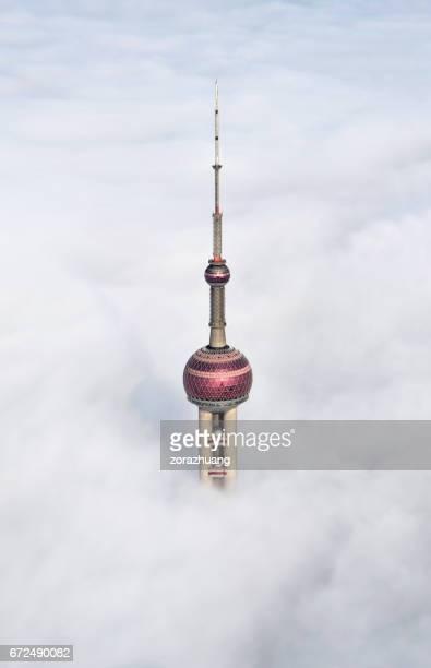 雲、中国に上海の東方明珠タワー