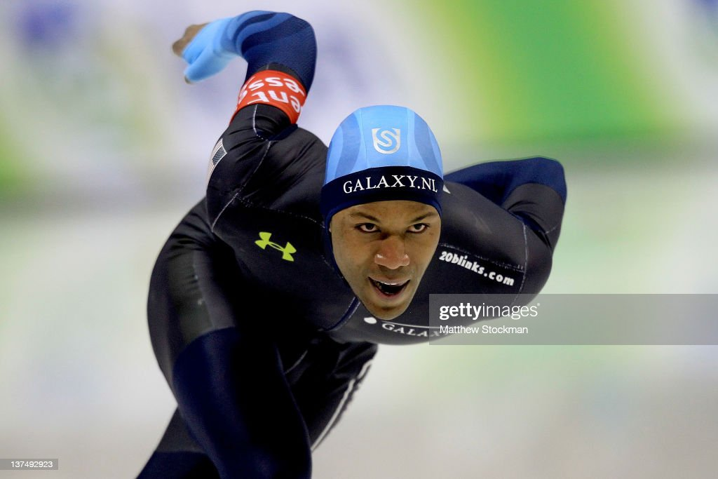 Shani Davis competes in the 1000 meter during the Essent ISU World Cup Speed Sakting at the Utah Olympic Oval on January 21 2012 in Salt Lake City...