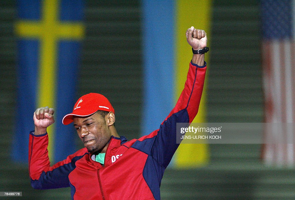 Shani Davis of the US celebrates after winning the men's 1000m race, 15 December 2007 during the of the speed Skating World Cup at the Gunda-Niemann-Stirnemann Hall in the eastern town of Erfurt. Shani Davis won ahead of Canadian Denny Morrison, and third placed South Korean Joon Mun.