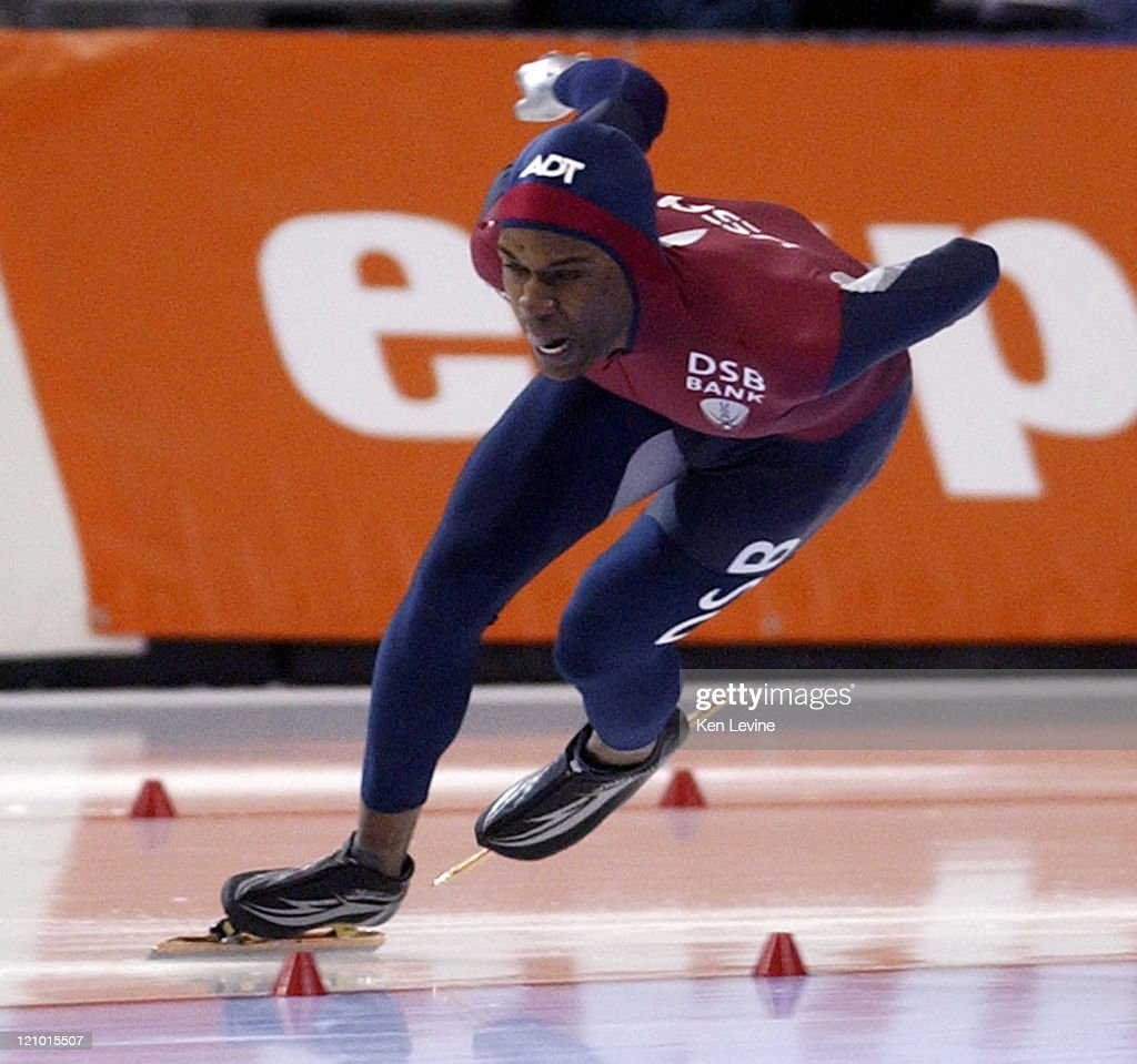 Shani Davis of the US races during the 1000m ISU World Speed Skating Championships at the Utah Olympic Oval in Kearns Utah on January 22 2005 Davis...