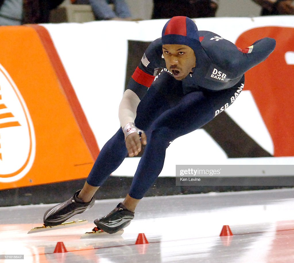 Shani Davis of the USA skates to victory in the Mens 1000 meters at the 2007 ISU World Single Distance Speed Skating Championships held at the...