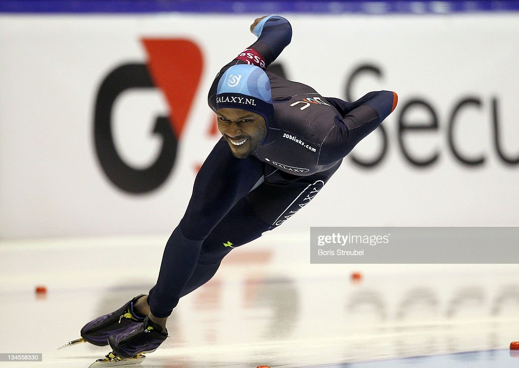 <a gi-track='captionPersonalityLinkClicked' href=/galleries/search?phrase=Shani+Davis&family=editorial&specificpeople=225183 ng-click='$event.stopPropagation()'>Shani Davis</a> of USA competes in the men's 1500 m Division A race during the Essent ISU World Cup Speed Skating on December 2, 2011 in Heerenveen, Netherlands.