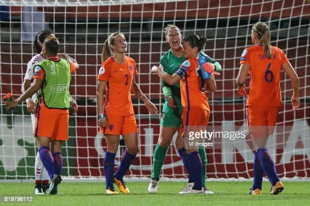 Shanice van de Sanden of Holland Women Desiree van Lunteren of Holland Women goalkeeper Sari van Veenendaal of Holland Women Sherida Spitse of...