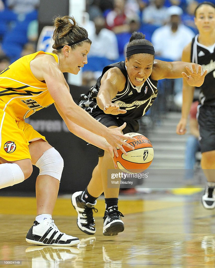Shanna Crossley #0 of the Tulsa Shock fights for a loose ball against Helen Darling of the San Antonio Silver Stars at the Bok Center May 20, 2010 in Tulsa, Oklahoma.