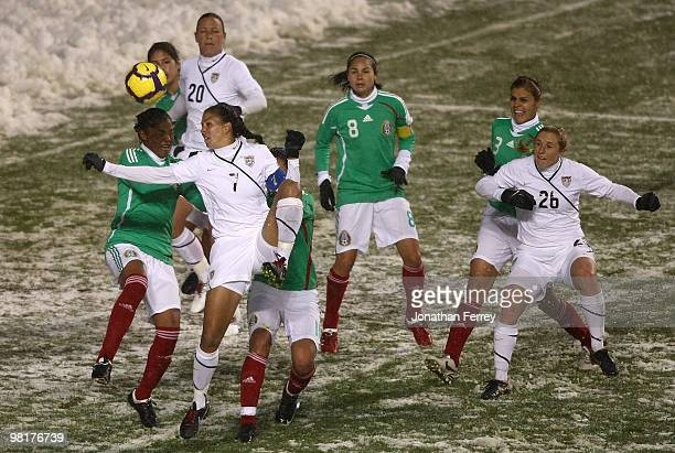 Shannon Boxx of the United States shoots the ball agaist Mexico during the international friendly match between the United States and Mexico at Rio...