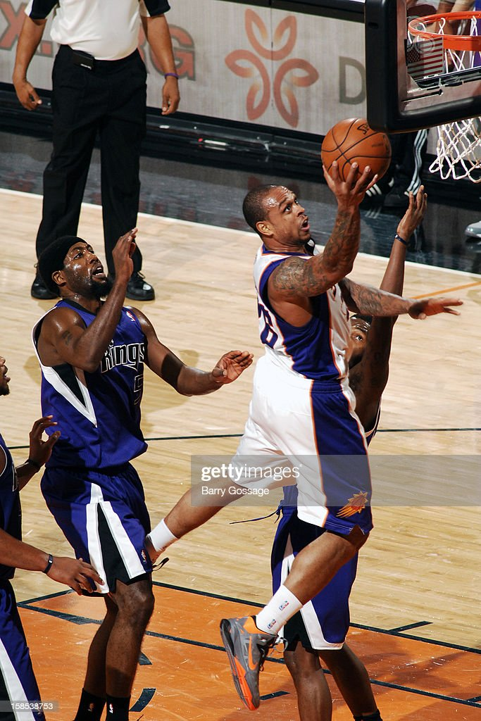 Shannon Brown #26 of the Phoenix Suns drives to the basket against the Sacramento Kings on December 17, 2012 at U.S. Airways Center in Phoenix, Arizona.