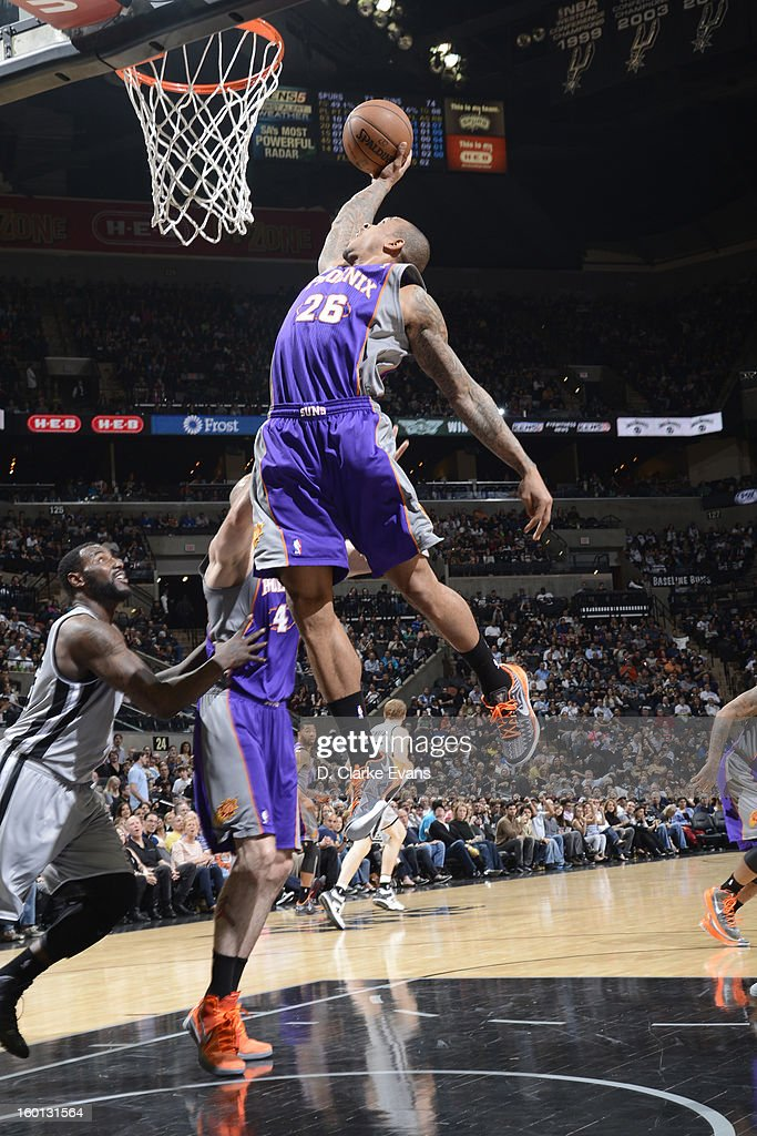 Shannon Brown #26 of the Phoenix Suns dunks against the San Antonio Spurs on January 26, 2013 at the AT&T Center in San Antonio, Texas.