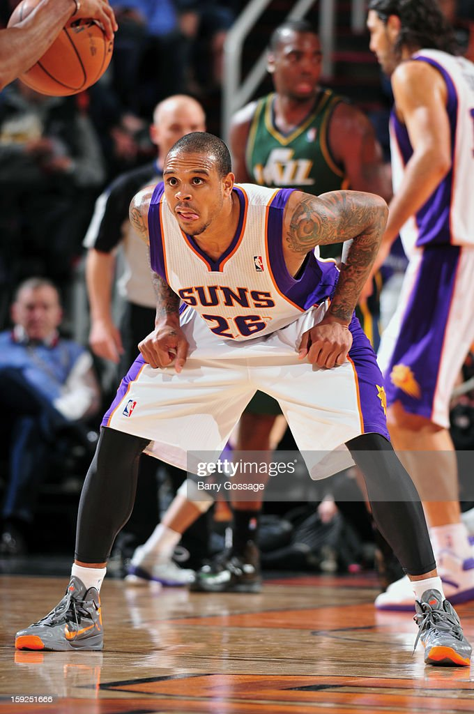 Shannon Brown #26 of the Phoenix Suns plays defense against the Utah Jazz on January 4, 2013 at U.S. Airways Center in Phoenix, Arizona.