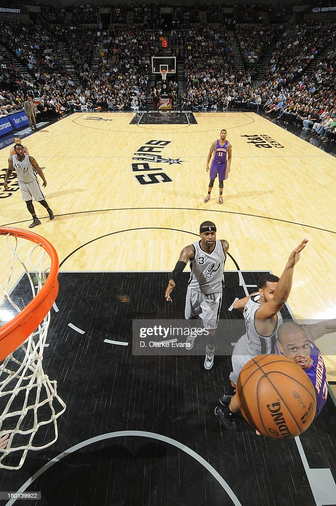 Shannon Brown #26 of the Phoenix Suns shoots a layup against the San Antonio Spurs on January 26, 2013 at the AT&T Center in San Antonio, Texas.