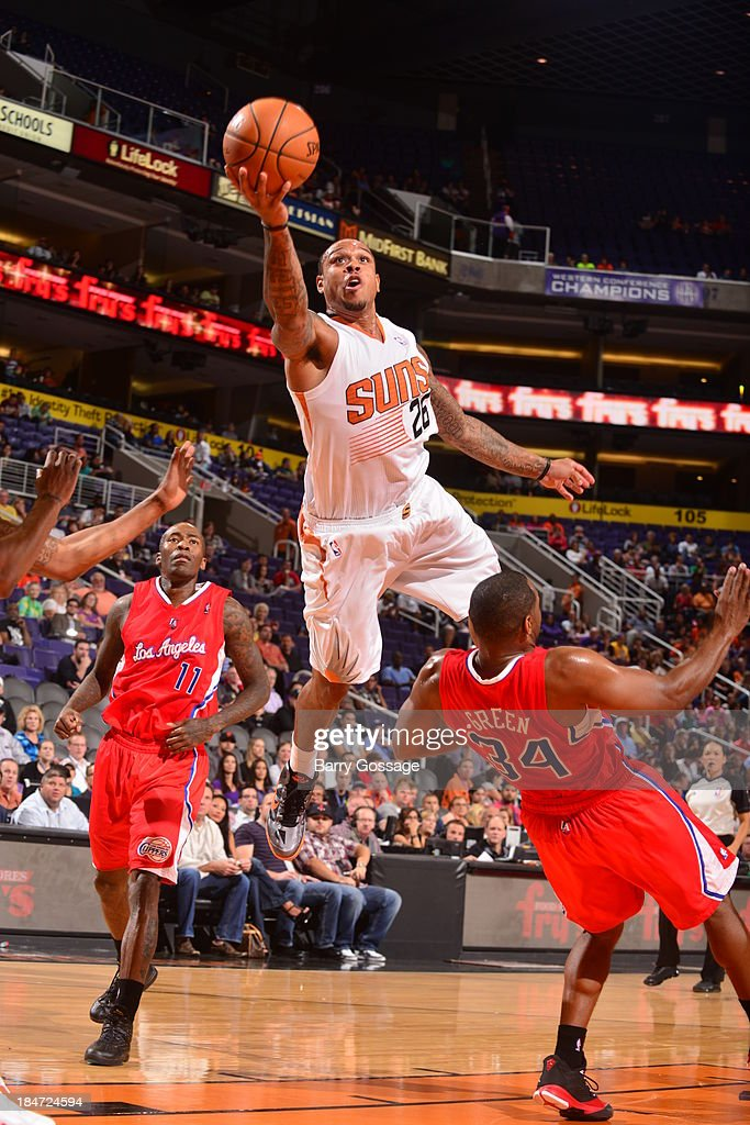 Shannon Brown #26 of the Phoenix Suns shoots against <a gi-track='captionPersonalityLinkClicked' href=/galleries/search?phrase=Willie+Green&family=editorial&specificpeople=201653 ng-click='$event.stopPropagation()'>Willie Green</a> #34 of the Los Angeles Clipper on October 15, 2013 at U.S. Airways Center in Phoenix, Arizona.