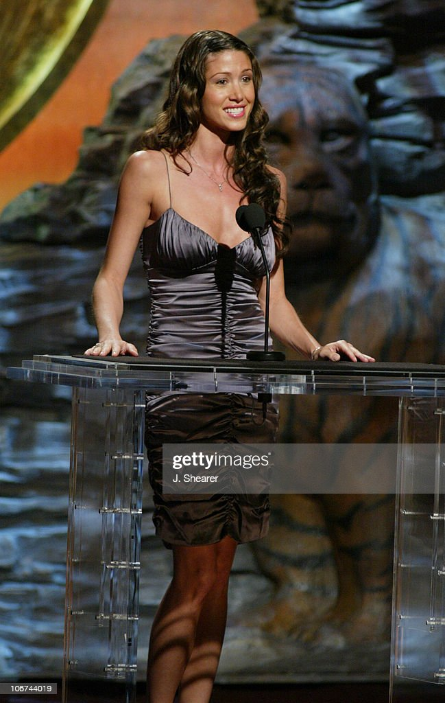 Shannon Elizabeth presents the Genesis Award for Local News Series to 'Foie Gras'