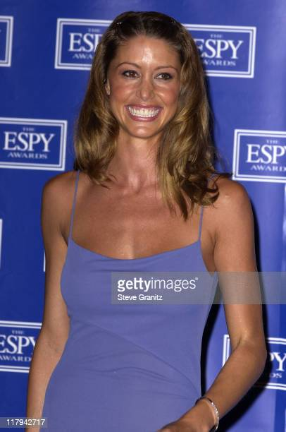 Shannon Elizabeth who presented the 2002 ESPY Award for Best Play
