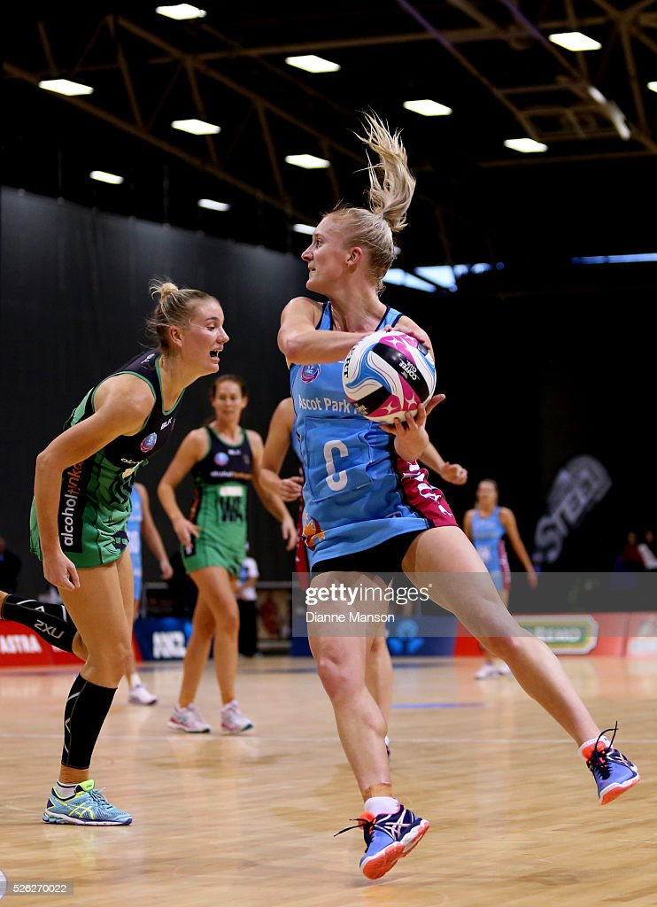 Shannon Francois of the Steel looks to pass the ball during the ANZ Championship match between the Steel and the Fever on April 30, 2016 in Invercargill, New Zealand.