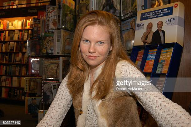 Shannon Leigh attends Matthew Modine Book Signing for FULL METAL JACKET DIARY at Barnes Noble Book Store on January 4 2006 in New York City