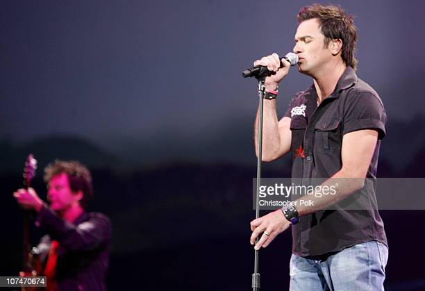 Shannon Noll performs 'Now I Run' during MTV Australia Video Music Awards 2006 Show at Superdome in Sydney Australia