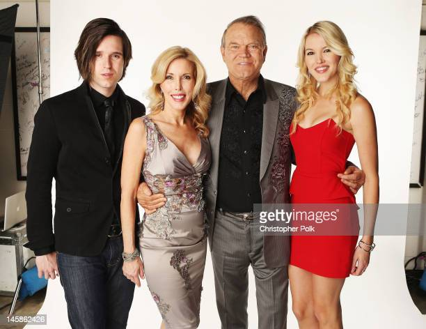 Shanon Campbell Kim Woolen Glen Campbell and Ashely Campbell poses in the Wonderwallcom Portrait Studio during 2012 CMT Music awards at the...
