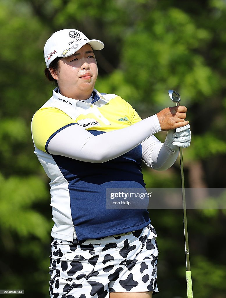 <a gi-track='captionPersonalityLinkClicked' href=/galleries/search?phrase=Shanshan+Feng&family=editorial&specificpeople=4682908 ng-click='$event.stopPropagation()'>Shanshan Feng</a> from China watches her tee shot on the sixteenth hole during the second round of the LPGA Volvik Championship on May 27, 2016 at Travis Pointe Country Club Ann Arbor, Michigan.