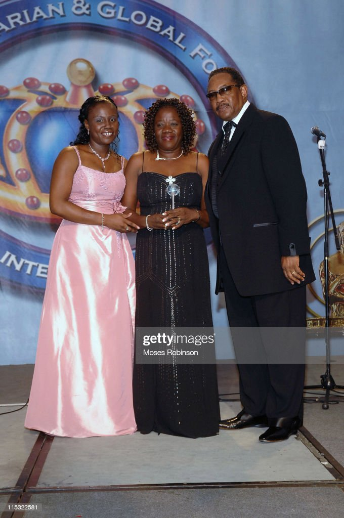 Shantell Steed Annette Pratt and Dr Bobby Jones during 2006 Salute to Greatness Awards Dinner at Wyndhamn Nassau Resort and Crystal Palace Casino in...