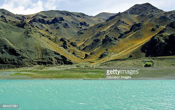 V shaped river valley with interlocking spurs Mica schiSt Benmore High Country South Island New Zealand