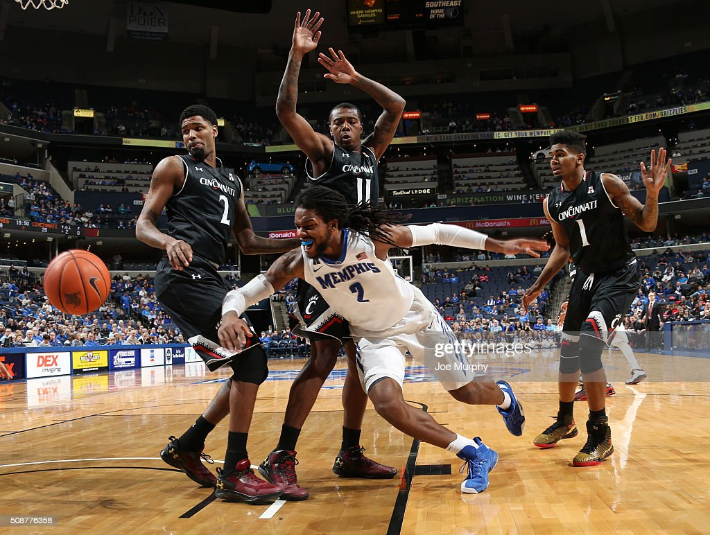 Shaq Goodwin #2 of the Memphis Tigers scrambles for a looseball against Octavius Ellis #2, Gary Clark #11 and Jacob Evans #1 of the Cincinnati Bearcats on February 6, 2016 at FedExForum in Memphis. Memphis defeated Cincinnati 63-59.