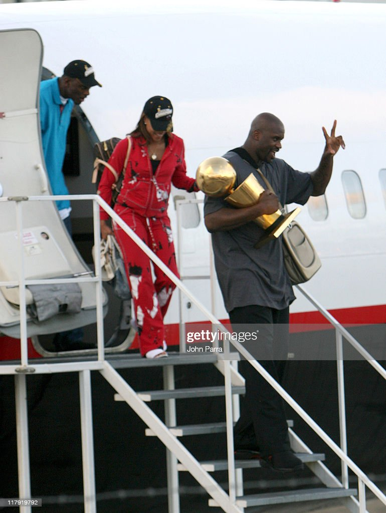 Shaquille O'Neal and Shaunie O'Neal arriving in Miami holding Larry O'Brien Championship trophy after winning the NBA Championship game the Heat beat the Dallas Mavericks 95-92 in Game 6 of the NBA finals. Miami won the series 4-2, claiming the first title in franchise history. June 21, 2006 at Miami International Airport.