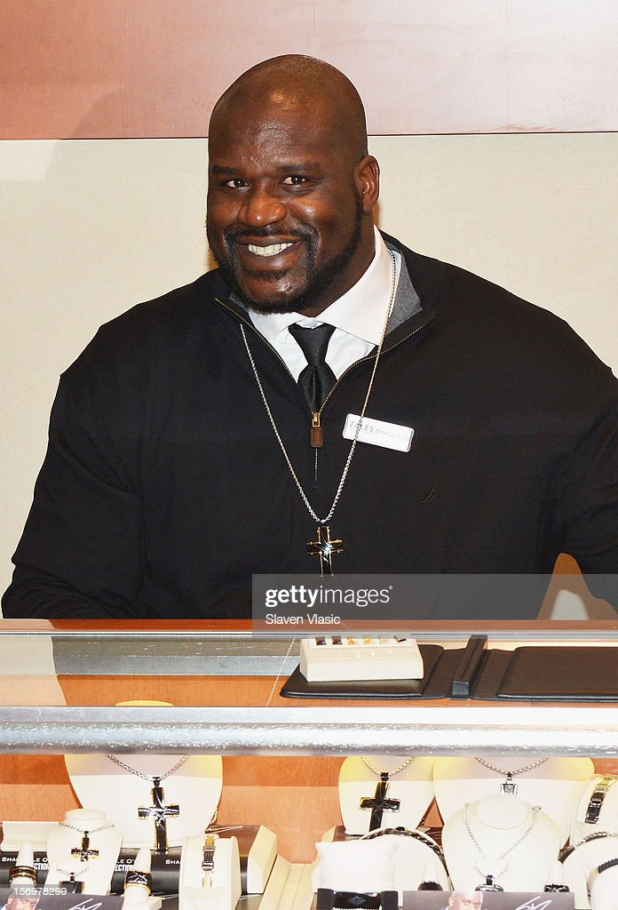 Shaquille O'Neal celebrates launch of his new men's jewelry line with Zales, by helping customers from behind the counter, on November 26, 2012 in New York City.