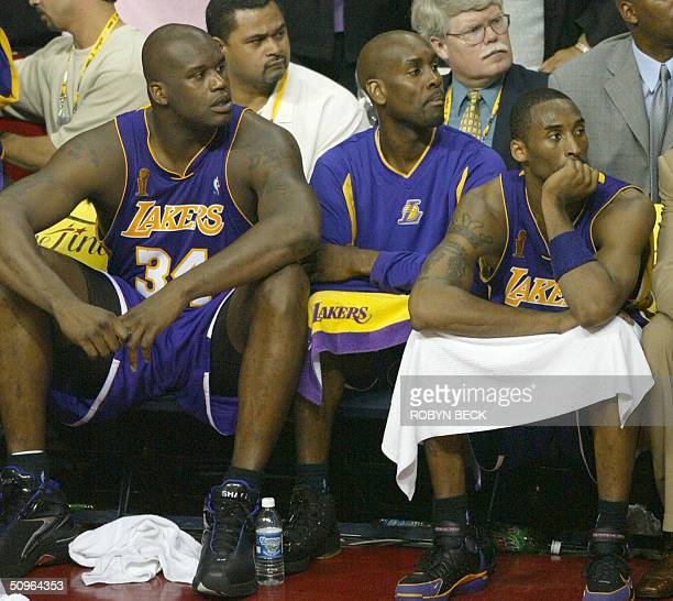 Shaquille O'Neal Gary Payton and Kobe Bryant of the Los Angeles Lakers watch the last seconds of play as the Detroit Piston defeat the Lakers 10087...