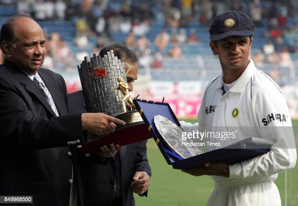 Sharad Pawar felicitating Rahul Dravid on his 100th Test match appearance at Wankhede Stadium
