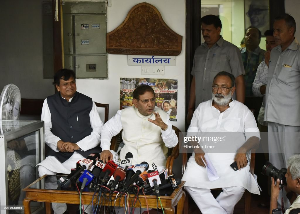 Sharad Yadav with Ali Anwar (L) during a press conference at his residence on August 16, 2017 in New Delhi, India. Veteran leader Sharad Yadav will stage a show of strength tomorrow, collecting leaders from a range of parties including the Congress and the Left in the run-up to the Janata Dal (United) joining the BJP-led NDA government at the Centre, and pushing for the much-awaited special package for Bihar from the Modi government.