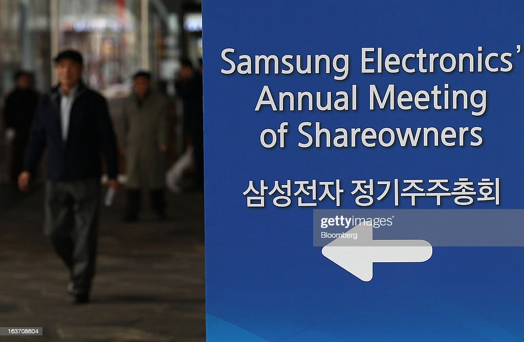Shareholders arrive for the Samsung Electronics Co. annual general meeting at the company's Seocho office building in Seoul, South Korea, on Friday, March 15, 2013. Samsung Electronics's President of visual display Yoon Boo Keun and President of mobile communications J.K. Shin were appointed as co-chief executive officers following the meeting today, joining Vice Chairman Kwon Oh Hyun, who will also retain his position as co-CEO. Photographer: SeongJoon Cho/Bloomberg via Getty Images