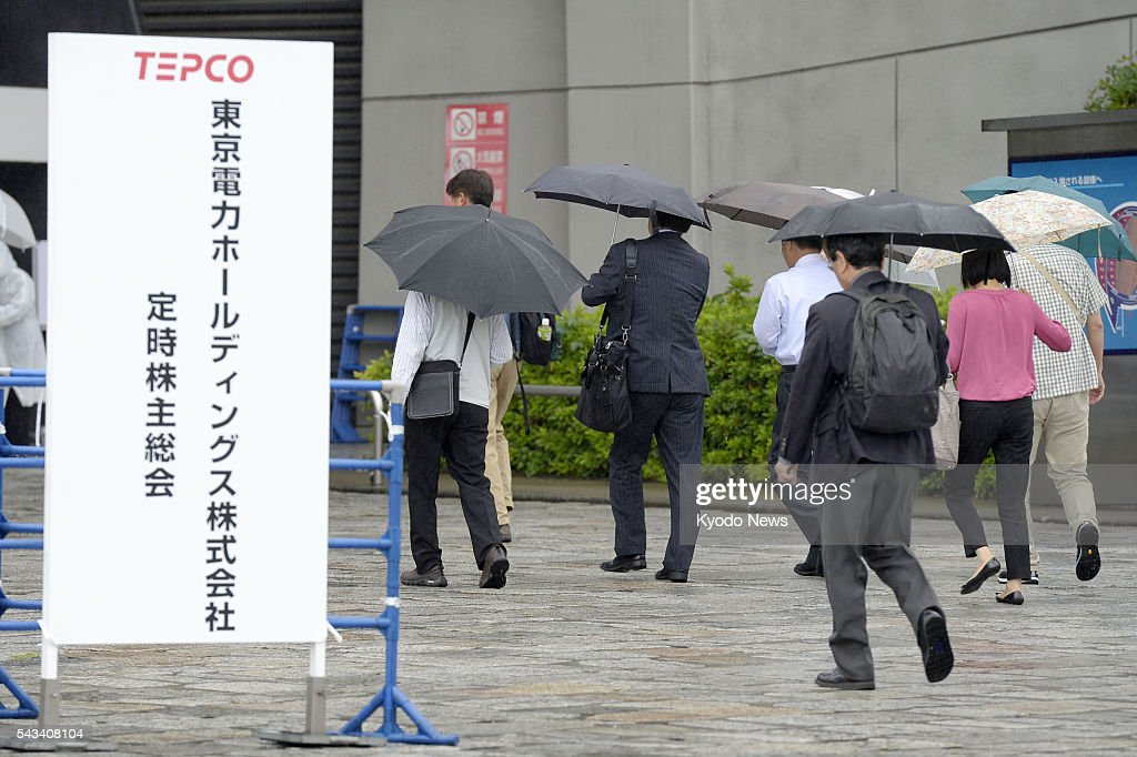 Shareholders in Tokyo Electric Power Company Holdings Inc. head to the venue of their general meeting in Tokyo on June 28, 2016. While shareholders urged nine major power companies to end nuclear power generation, the utilities, including TEPCO, operator of the crippled Fukushima Daiichi nuclear complex, have expressed objections to all antinuclear proposals and turned them down in their shareholders' meetings as they seek to reactivate nuclear plants.