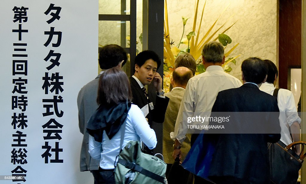 Shareholders of crisis-hit airbag supplier Takata head for a shareholders meeting in Tokyo on June 28, 2016. The Japanese car parts maker Takata held the 13th ordinary shareholders meeting following the global recall of several automakers caused by defect of the company's airbags. / AFP / TORU