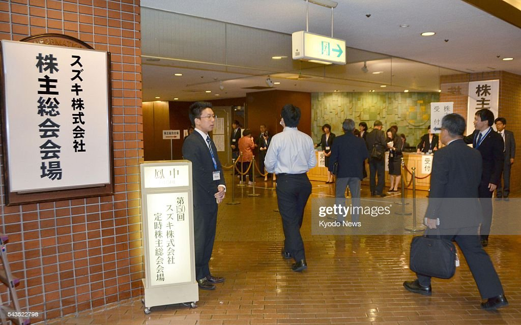 Shareholders of Suzuki Motor Corp. head to its general meeting in the central Japan city of Hamamatsu on June 29, 2016, where the automaker was criticized over its noncompliant vehicle fuel economy tests.