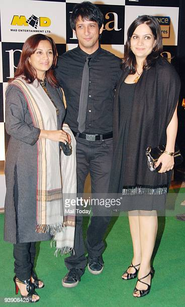 Sharman Joshi with his sister Mansi Joshi Roy and his wife at the premiere of the film �Paa� in Mumbai on Thursday December 3 2009