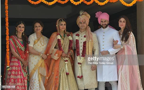 Sharmila TagoreSaba Ali KhanSaif Ali KhanKareena Kapoor along with Kunal Khemu and Soha Ali Khan at their wedding reception in Mumbai