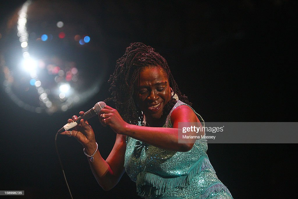 <a gi-track='captionPersonalityLinkClicked' href=/galleries/search?phrase=Sharon+Jones+-+Cantante&family=editorial&specificpeople=6851839 ng-click='$event.stopPropagation()'>Sharon Jones</a> and The Dap Kings perform on stage on opening day of the Sydney Festival January 5, 2013 in Sydney, Australia. Sydney festival opening, previously 'Sydney Festival First Night', was scaled back from previous years, when crowds reached as many as 60,000 for launch.