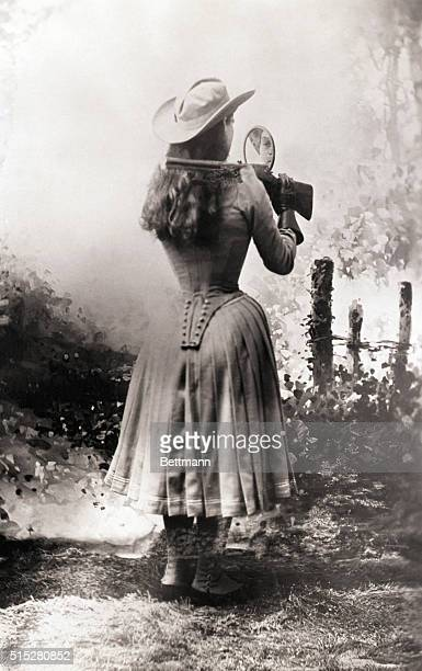 Sharpshooter Annie Oakley shooting over her shoulder using a hand mirror