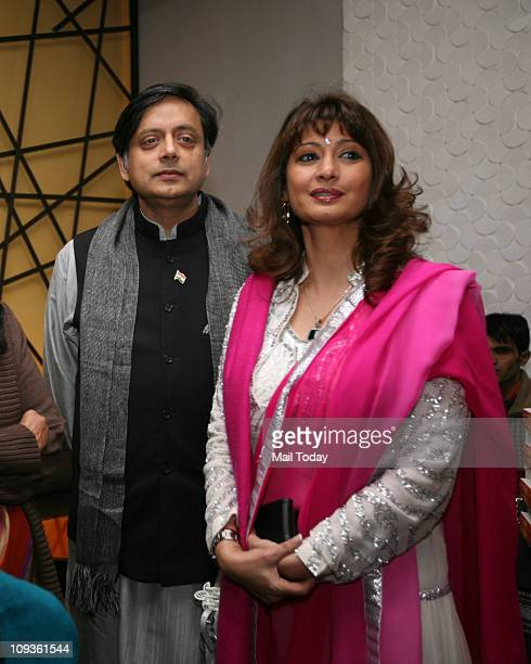 Shashi Tharoor and Sunanda Pushkar at the launch of the book ' Leading Ladies Women who Inspire India '