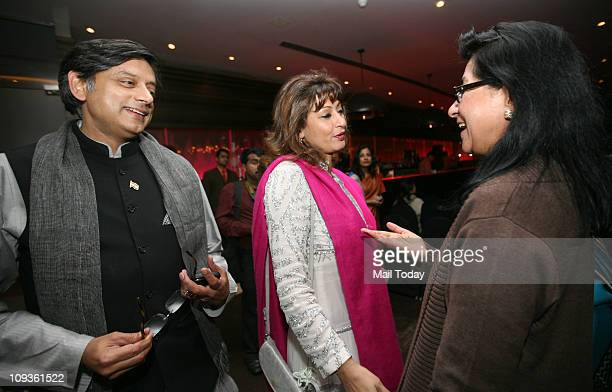 Shashi Tharoor and Sunanda Pushkar having a word with Naina Lal Kidwai at the launch of the book ' Leading Ladies Women who Inspire India '