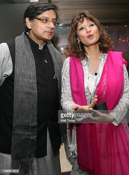 Shashi Tharoor with wife Sunanda Pushkar at the launch of the book ' Leading Ladies Women who Inspire India '