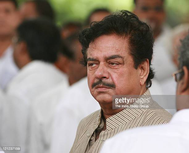 Shatrughan Sinha arrives to pay his last respects to Shammi Kapoor who passed away on August 14