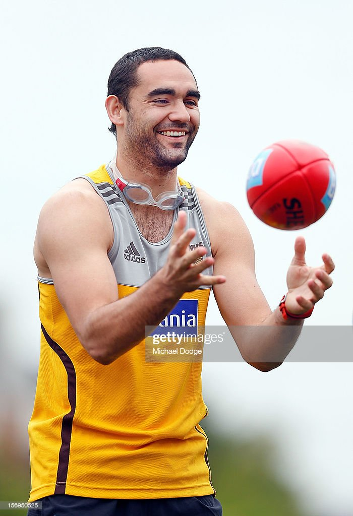 <a gi-track='captionPersonalityLinkClicked' href=/galleries/search?phrase=Shaun+Burgoyne&family=editorial&specificpeople=224566 ng-click='$event.stopPropagation()'>Shaun Burgoyne</a> marks a ball during a Hawthorn Hawks pre-season AFL training session at Waverley Park on November 26, 2012 in Melbourne, Australia.